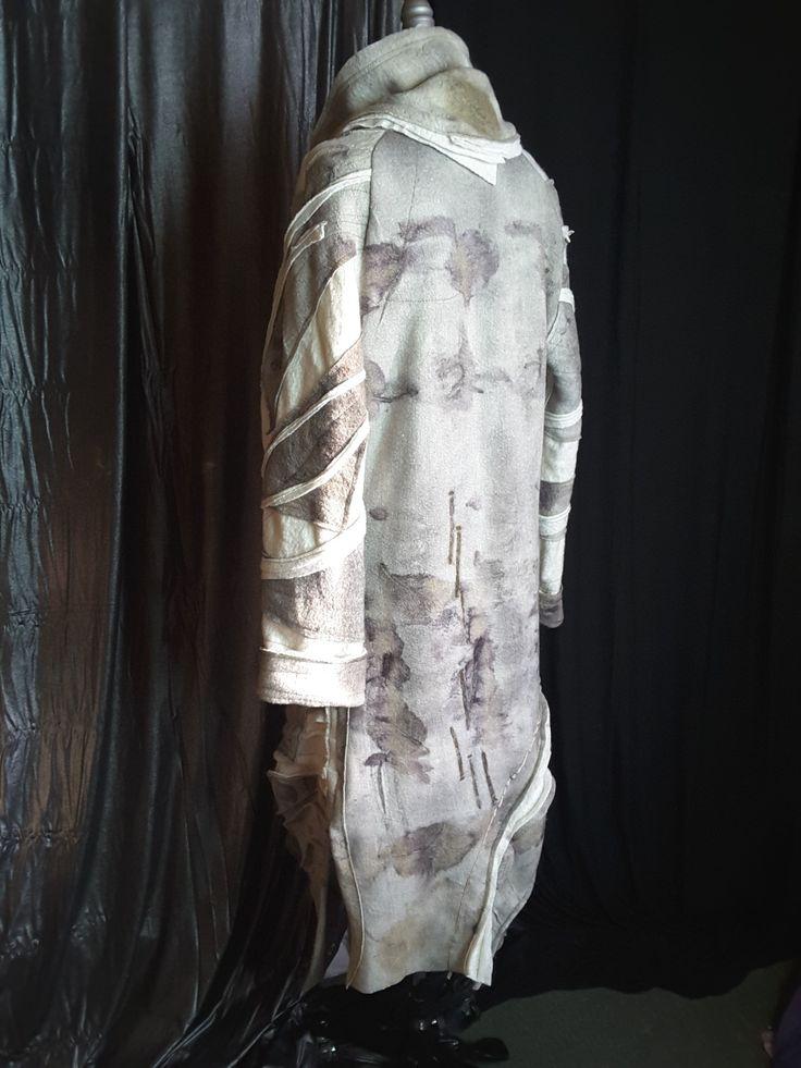 Long Eco coat. Dedication to detail