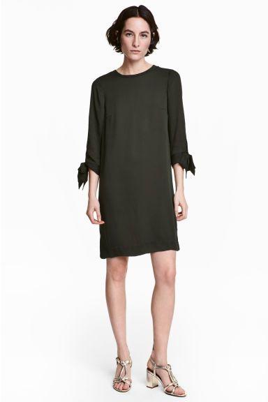 Térdig érő ruha - Világoskhaki - NŐI | H&M 6990 Ft