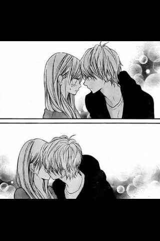 Anime couple kiss