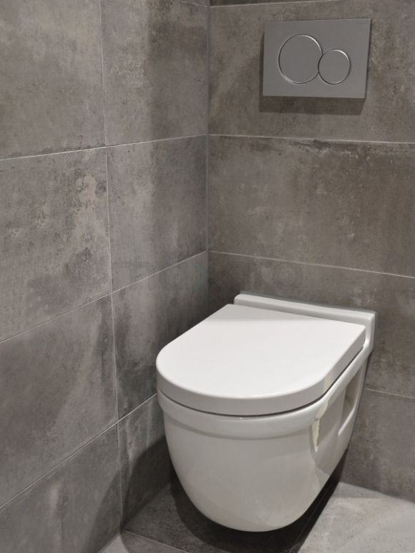 Betonlook toilet, betonlook tegels, cire~ Betonlook Badkamer Wand