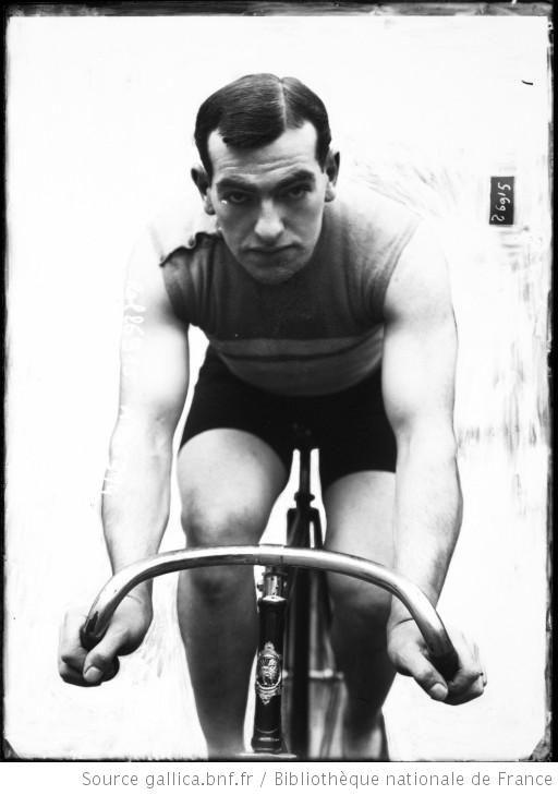 Hourlier [portrait du coureur cycliste sur son vélo] : [photographie de presse] / [Agence Rol] - 1