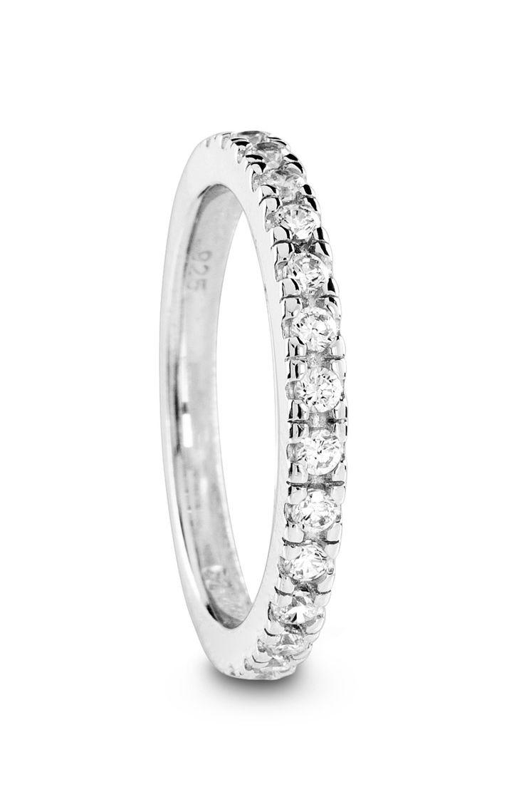 Zilveren fantasie ring van Siebel Signature. Ring is bezet met zirkonia.Alle zilveren sieraden uit de Siebel Signature collectie zijn van het 1ste gehalte zilver (925).