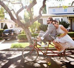 7 thèmes avec du caractère pour le mariage - Déco - My Little Wedding: Bicycles, Wedding Photography, Tandem Bike, Bike Riding, Bikes, Wedding Ideas, Weddings, Wedding Photos, Bicycle Wedding