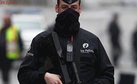 Policie v Belgii našla kalašnikovy i neprůstřelné vesty. Zadržení lidé prý chystali útok