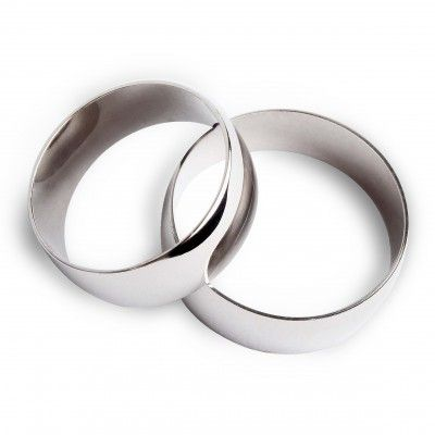 """Классическое обручальное кольцо из белого золота  """"Истинные ценности"""" …отражает истинные чувства и ценности влюбленных… Стильное и лаконичное кольцо из белого золота 585 пробы с зеркально глянцевой поверхностью. Ширина шинки – 6 мм. Минимальный вес – 2,60 г, максимальный вес – 4,20 г (в зависимости от размера). Вес: 2.60-4.20 Проба: 585 Материал: золото Цвет золота: белое Покрытие: родий  2080.00 грн В наличии"""