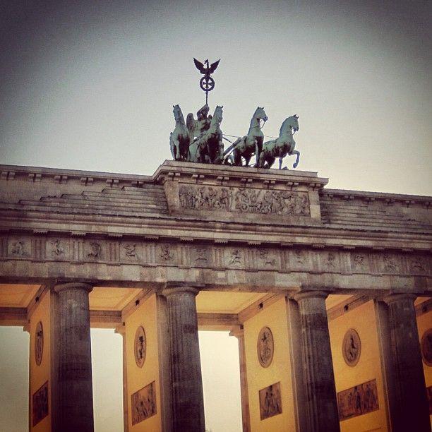 Rise #berlinstories #blastfromthepast #preinstaera Photoshooting Berlin © elafini