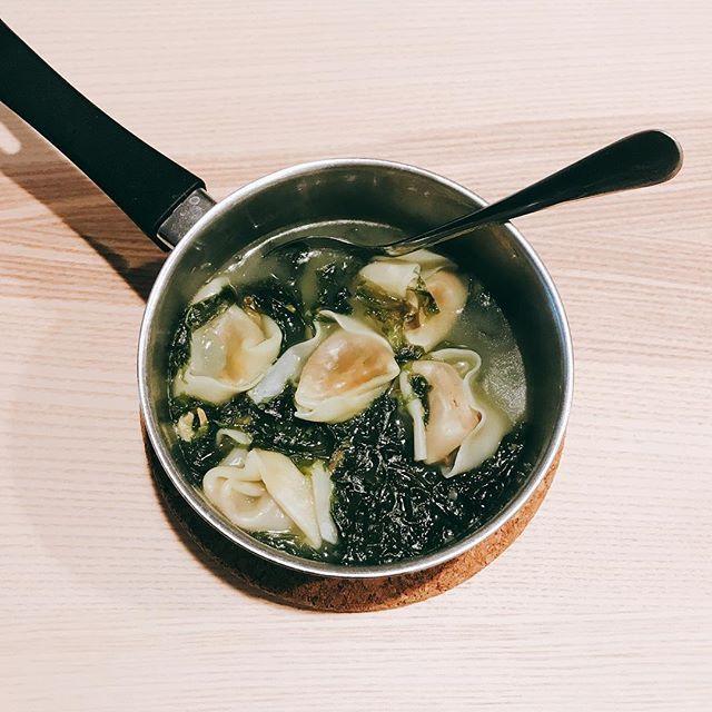 上次紫菜餛吞 #肉 #豚肉 #野菜 #スープ #餃子 #塩 #美味しい #おいしい #昼ご飯
