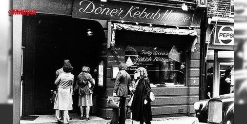 Dönerin Avrupada 50nci yıldönümü : İngiliz Guardian gazetesi de dönerin 50nci yılı anısına en iyi dönerin peşine düştü. Guardian için en iyi döneri araştırmak üzere Berline giden ABDli gazeteci David Farley dönerin 200 bin kişiye istihdam sağlayan ve yıllık 3.5 milyar euroluk (12.4 milyar TL) bir pazar olduğunu vurguladı....  http://www.haberdex.com/dunya/Donerin-Avrupa-da-50-nci-yildonumu/91848?kaynak=feeds #Dünya   #dönerin #Guardian #milyar #istihdam #kişiye