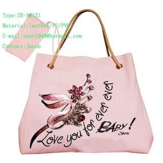 Love this simple yet cute bag