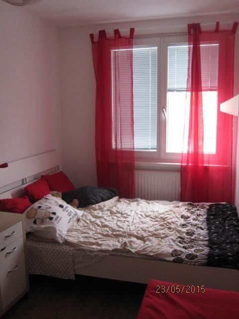 Nice Rotes Schlafzimmer In Netter 2 Zimmer Wohnung   In Wien Ottakring Great Ideas