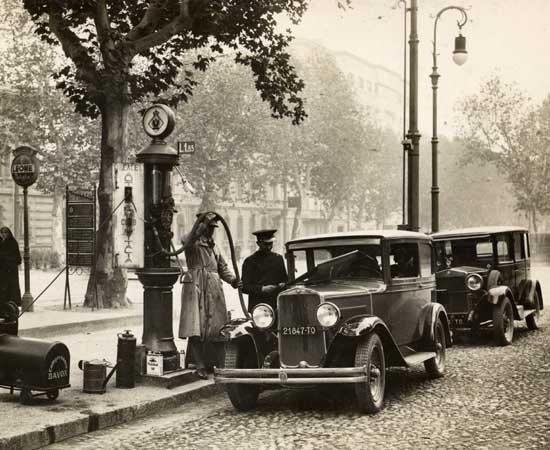 Torino - 1930 - Distributore di benzina