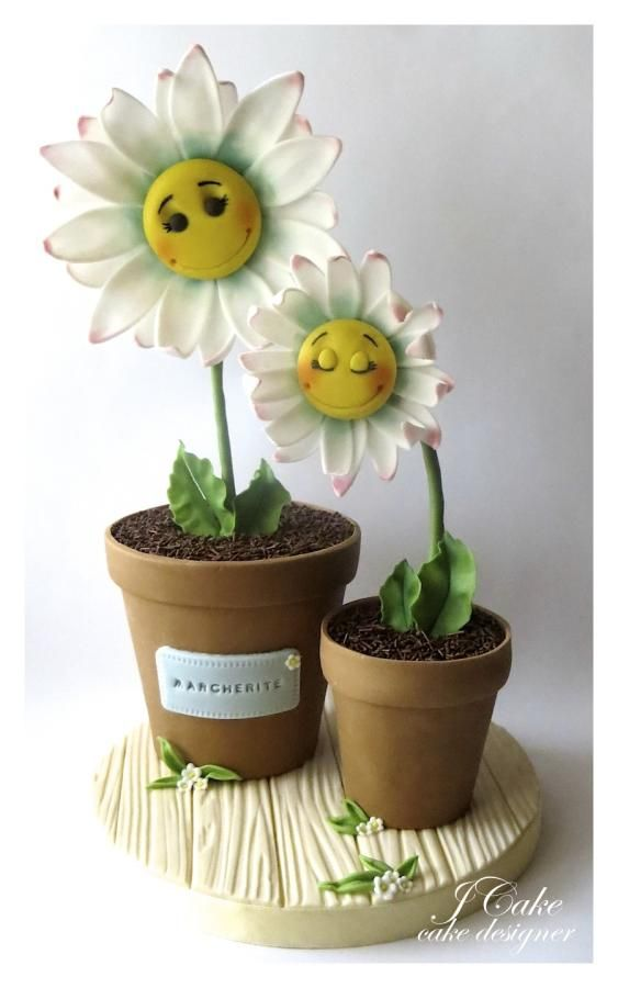 daisies!!!  I believe  this is really a cake design, but they are cute figurines as well
