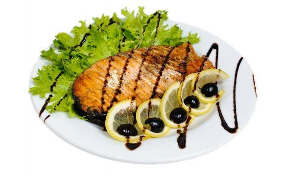 Блюдо из лосося под сыром