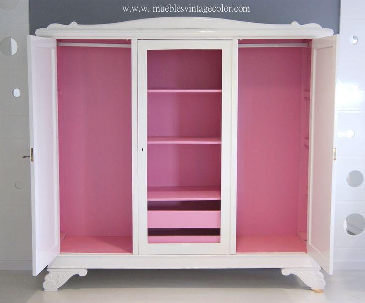 Este mueble blanco con el interior rosa de 1930 de roble restaurado, ideal.