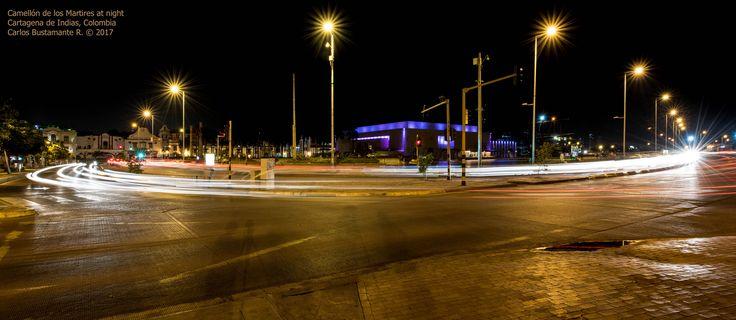 https://flic.kr/p/JFN7pa | Camellón de los Martires at night