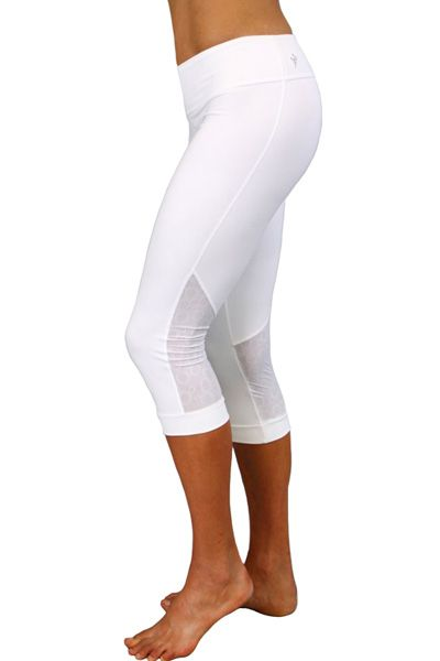 A body-hugging, versatile and stylish performance blend eco crop from Cozy Orange. #Yoga #gear #eco