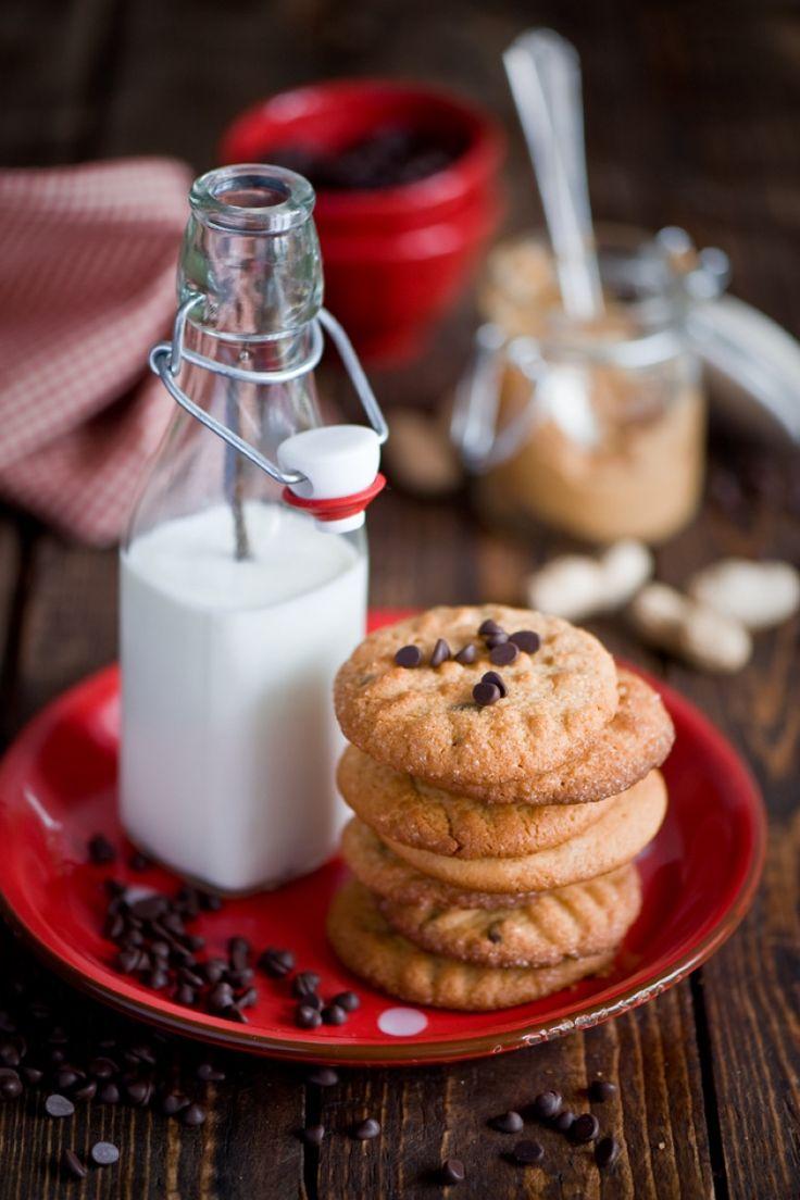 Cookies americani con burro di noccioline e cioccolato, cibo americano