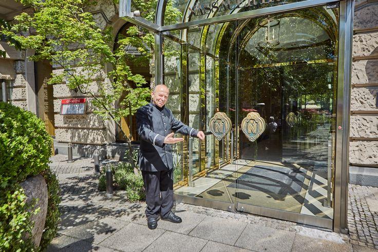>> Treten Sie ein ... in eines der führenden Hotels der Welt, in ein Charakterstück der Luxushotellerie seit 1813 - Herzlich Willkommen im ***** Hotel Nassauer Hof *****, one of the LEADING HOTELS OF THE WORLD, Ltd.! Mehr unter: www.nassauer-hof.de und https://www.facebook.com/nassauerhof/