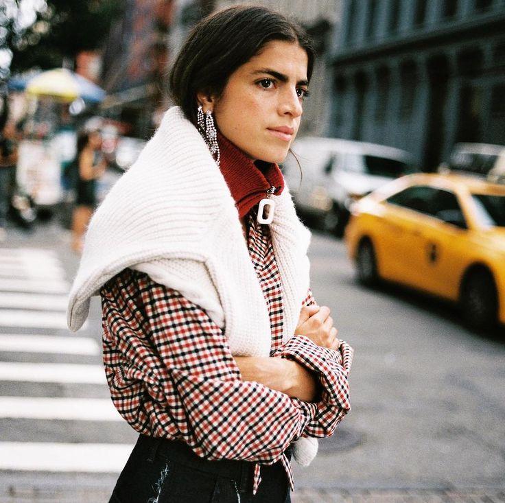 La imagen más neoyorquina de @mango nos la trae Leandra Medine en esta nuevo catálogo. La camisa de cuadros con mangas abullonadas cuesta 2999 euros y  el jersey blanco con detalles calados 3999 euros. . #trendencias #streetstyle #moda #fashion #ootd #wiw #wiwt #style #lookoftheday #mango #trends #tendencias #estilismo #leandramedine