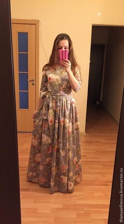 Купить или заказать Платье в пол Вальс цветов с длинным рукавом в интернет-магазине на Ярмарке Мастеров. Платье в пол Вальс цветов - длинное платье с цветочным принтом. Оно пропитано нежными романтичными чувствами. Серый, песочный и немного зелени, такие пастельные цвета подойдут на любое время года. Натуральный хлопок-сатин, имеет небольшой шелковый блеск. Детали платья, которое в наличии: Ворот-лодочка Обхват груди до 86 см Обхват талии до 74 см Рукав прямой 35 см Юбка отрезная по талии…