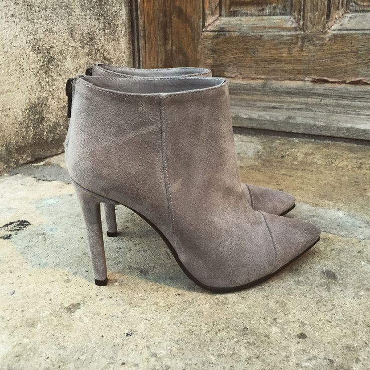 #fallwinter #collection #the5thelementshoes #rosettishowroom #grey #ankle #boots