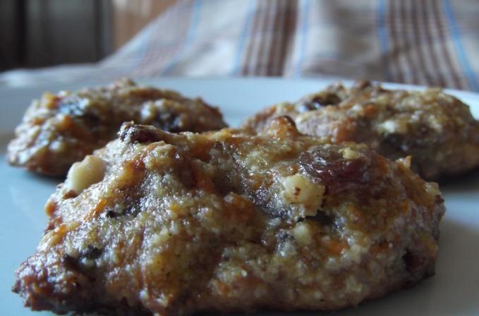 Intraţi şi vedeţi cum puteţi găti nişte prăjituri foarte gustoase şi sănătoase. Vedeţi care este reţeta pentru prăjituri cu morcovi şi făină de migdale (fără gluten)