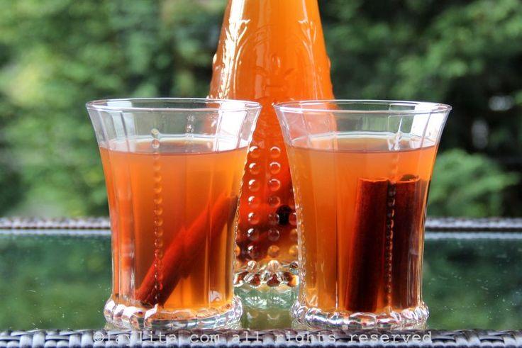 Receta para el canelazo, un cóctel caliente de canela con aguardiente. El naranjillazo es una versión de canelazo preparado con jugo de naranjilla o lulo.