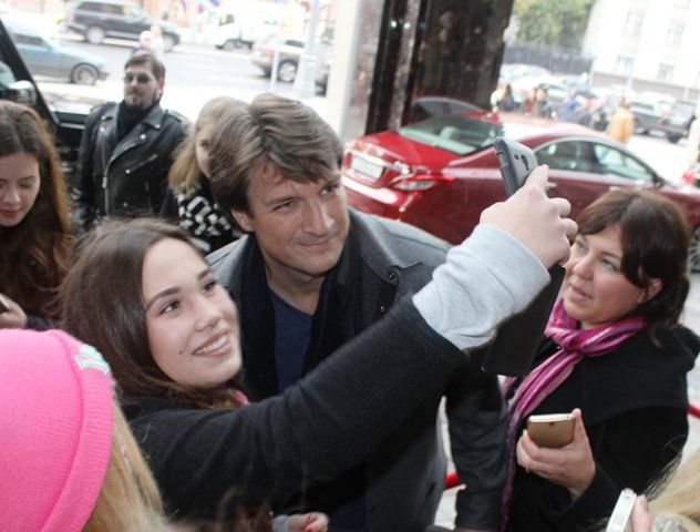 C-Lebrity @CLebrity  9/30/16 Натан Филлион впервые в России Translation: Nathan Fillion for the first time in Russia http://c-lebrity.ru/archives/55168