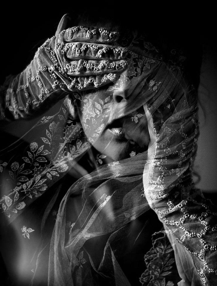 узкие имя льется песней черно белое фото пугали стены