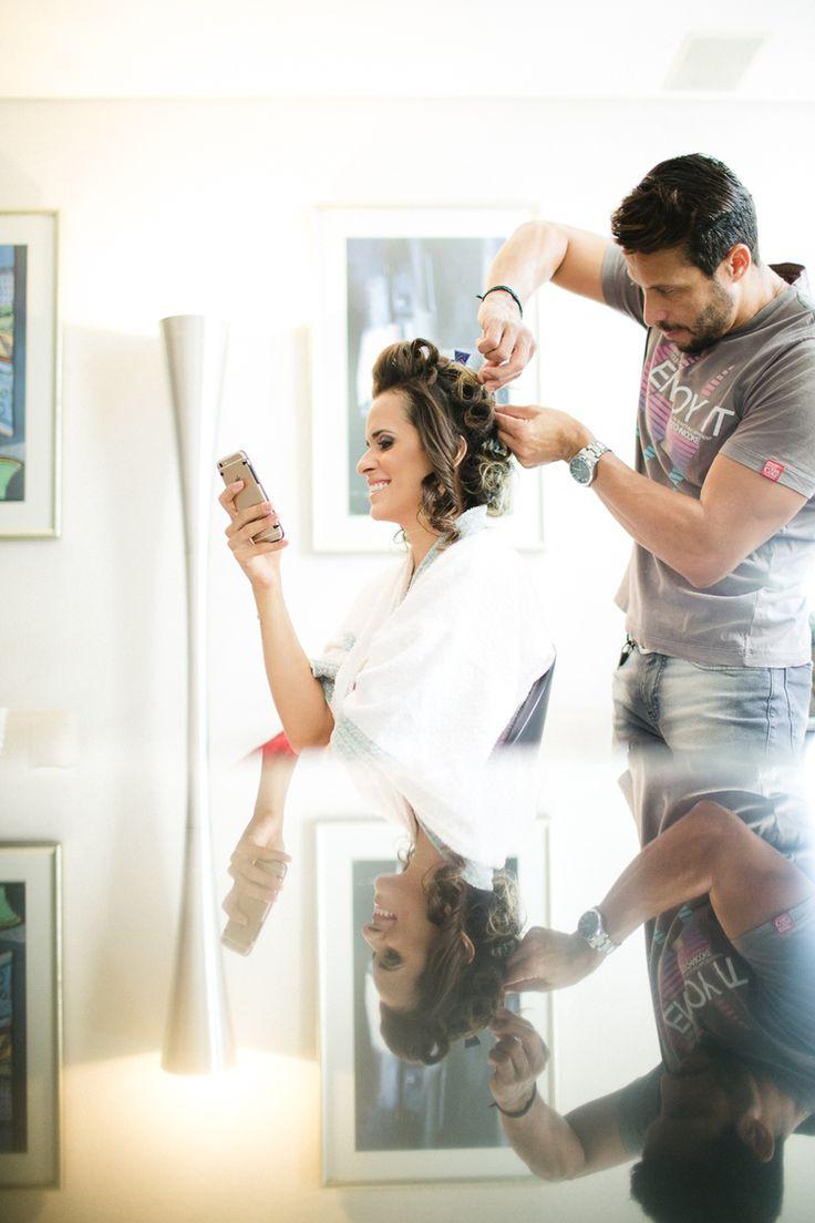 Bethânia e Tovão - Raoní Aguiar Fotografia - Fotografia de casamento - Wedding photography - Casamento de dia - Daytime wedding - Amor - Love - Noiva - Bride - Belo Horizonte - Brasil - Brazil - Making of - Reflexo - Vidro - Espelho