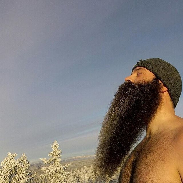 . Frozen sidebeard/Trying to get a tan . I have tested the winter beard oil from @tronder_beard and can highly recommend it! . (If you want to know more about that oil send them a DM) .