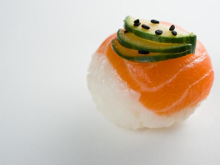 Temari sushi au saumon et concombre © Quentin Gaudillière
