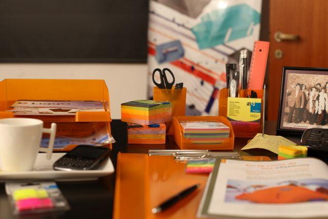 Las 25 mejores ideas sobre oficina naranja en pinterest for Oficina de orange