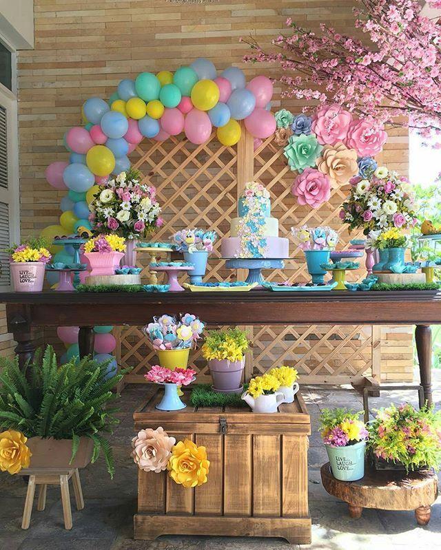 Olha a delicadeza dessa linda inspiração de decoração no tema Jardim. Produção @party_ville  #festejarcomamor #festasinfantis #festa #festadeaniversario #festademenina #festademenino #festadecrianca #festainfantil #aniversarioinfantil #aniversariodemenino #aniversariodemenina #maedemenina #maedemenino #paramamaes #partyideas #kidsparty #jardim #festajardim #bolojardim #jardimfestejarcomamor