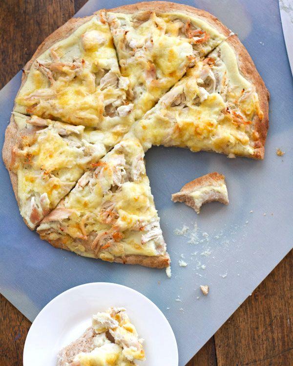 Healthy Chicken Alfredo Pizza with Chicken