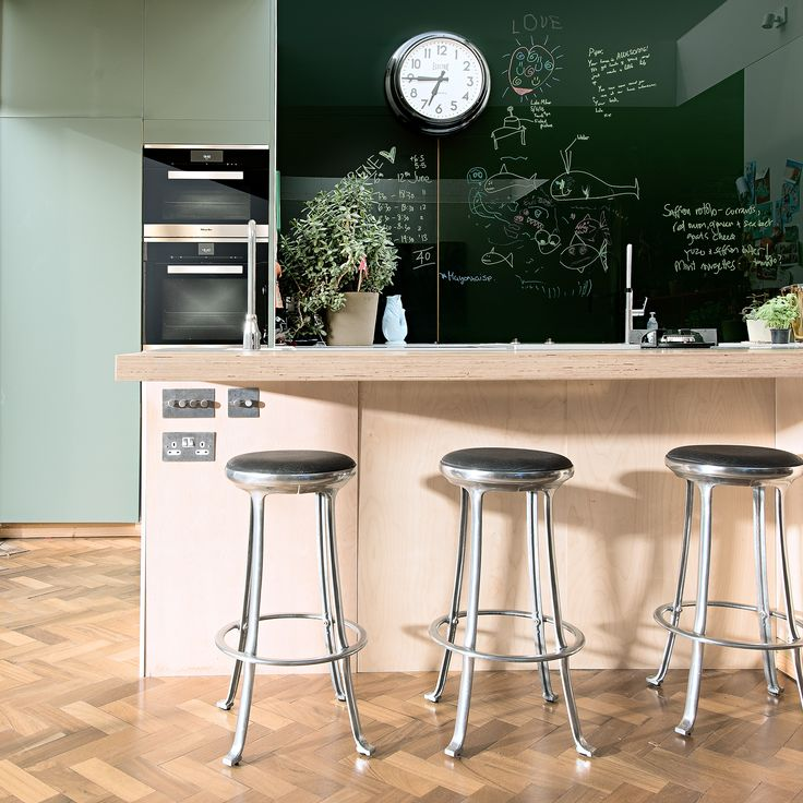 Professional chef and owner of acclaimed restaurant The Modern Pantry, Anna Hansen MBE designed a kitchen that would work for her and her family. This central island features hidden plug sockets and seating to create a sociable space whilst she is cooking. The wipe clean splashback wall is not only a design feature, but also a practical place for the family to keep track of their weekly activities #kitchendesign