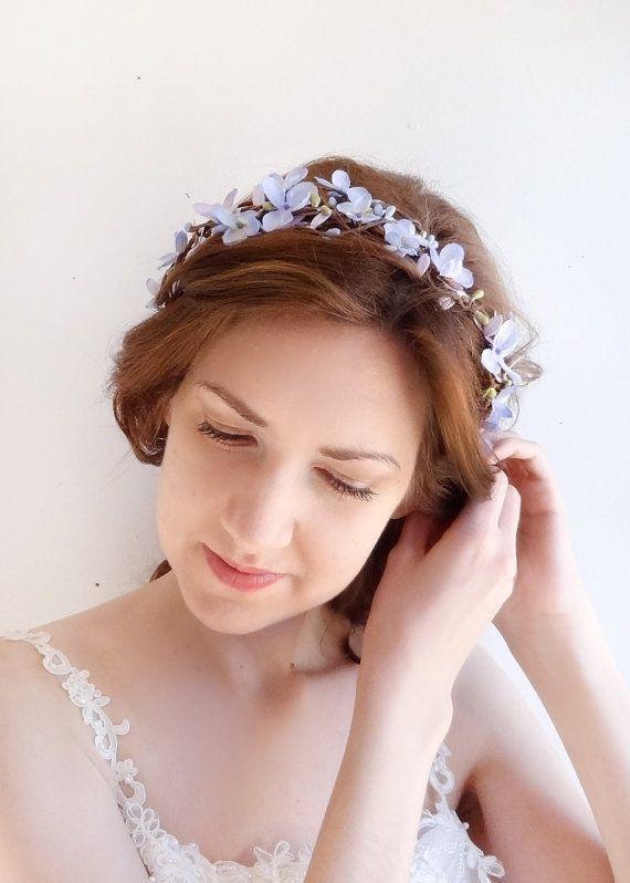 Kostbare Jasmin/lila Blüten in der Brombeersträucher gefangen. Eine süße floral Krone können mit Bändern zu binden, oder als ein Stirnband von