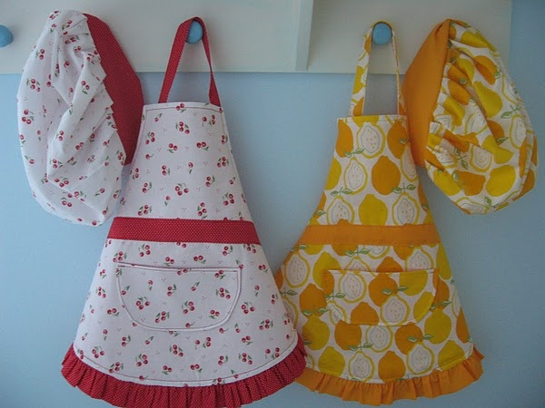 apron for the kids to help in the kitchen: Gifts Ideas, Kids Aprons, Children Aprons, Child Aprons, Aprons Patterns, Chef Hats, Aprons Tutorials, Crafts, Christmas Gifts