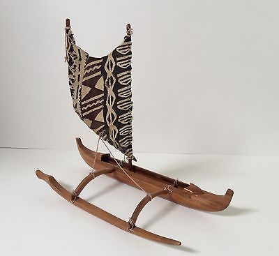 Wally-Hand-Carved-Vintage-Hawaiian-Outrigger-Canoe-Miniature-Model-Kapa-Cloth