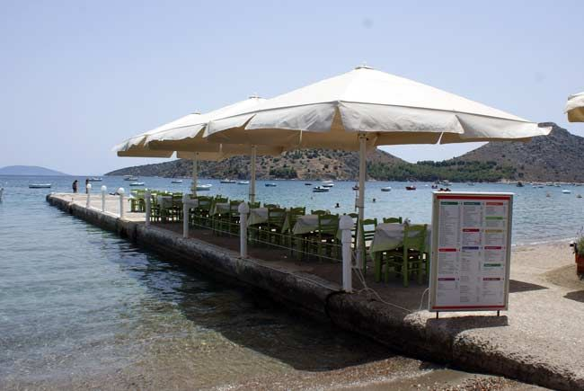 Waterfront Greek dining in Lefka Taverna, with tables set on the sand and along a small pier in #Tolo, very close to #Nafplio in the #Peloponnese - #Greece.