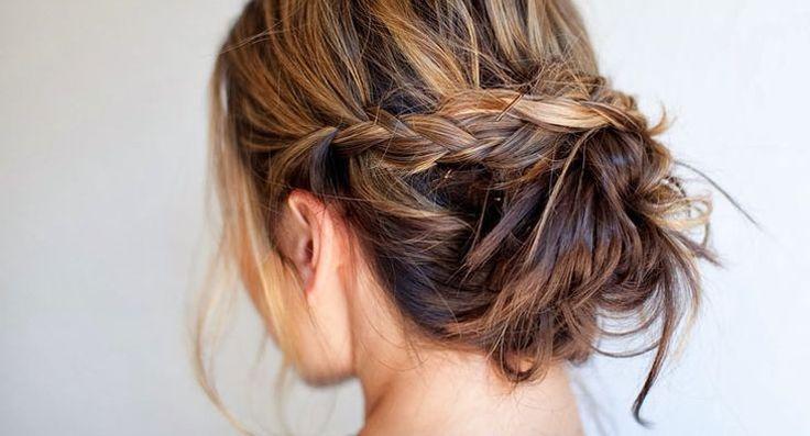 We zijn dol op de bun! Vandaag laten we de tutorial van een nieuwe variant van deze chique hair do zien: de speelse braided messy bun...