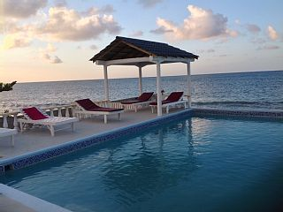 Spacious Beachfront Villa with Lovely Garden and Seaside Pool