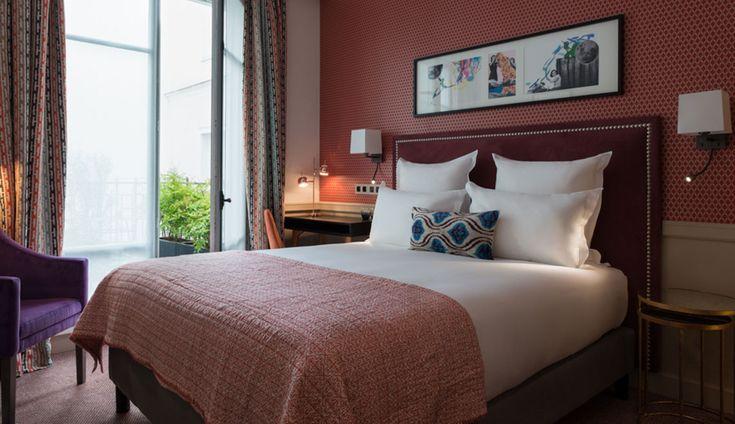 Hôtel Adèle & Jules par Stéphane Poux. Moquettes des chambres et tapis d'escalier sont réalisés sur mesure par CODIMAT. Identité visuelle agence Studio421.