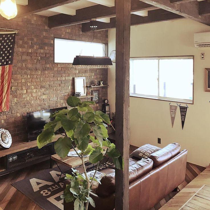 ブルックリンスタイル() 川口市施工例です  エイジングした木材にアイアンレンガと印象的なペンダントライト 床材のヘリンボーンもいい感じです() カフェのような空間デザイン #カフェ #kindustrial #ブルックリン #ブルックリンスタイル #ニューヨーク #ニューヨークスタイル #newyork #ハーレー #インダストリアル #エイジング #ビンテージ #クラッシュゲート #川口市 #川口市工務店 #ソファー #空間デザイン #カリフォルニアスタイル #サーフィン #住宅 #雑貨 #インテリア雑貨 #インテリア #ペンダントライト #かっこいい #かわいい #キレイ #施工例 #ヘリンボーン #アイアン #アメリカ