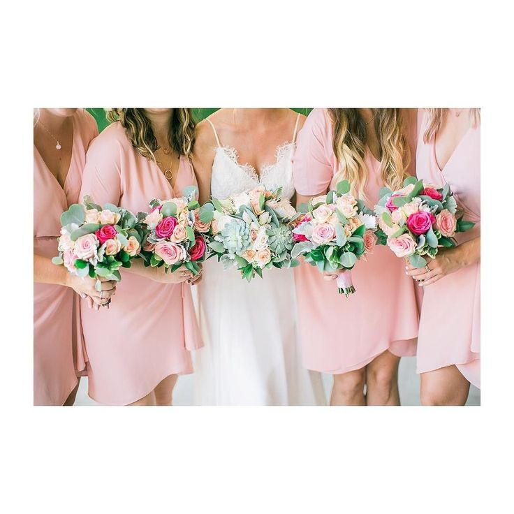 Pastels with pops of bright colour is definitely one of our favourite ways to bring some fun dimension to your wedding day florals. And the amazing team at @davidrohrstudio delivered on the vision perfectly! : @joekimstudio  Florist: @davidrohrstudio  #destinationwedding  #golfcoursewedding  #weddingstyle  #weddinginspiration  #weddingsofinstagram  #smittenweddings  #smittenandco  #calgaryweddings  #calgaryweddingplanner  #yycweddings  #yycweddingplanner  #palmsprings  #palmspringswedding…