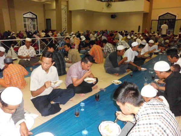 Masjid Banjarmasin siapkan 1.000 mangkuk bubur berbuka