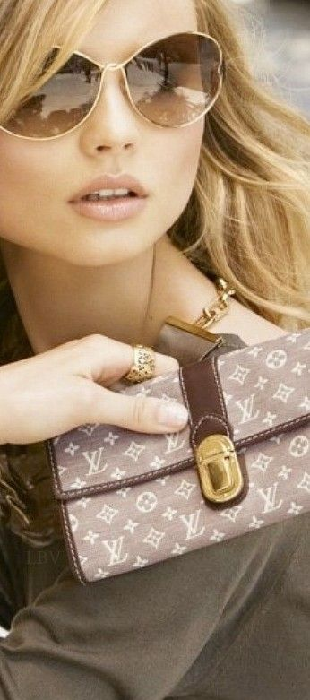 LIFESTYLE OF A BACHEELORETTE                          Louis Vuitton