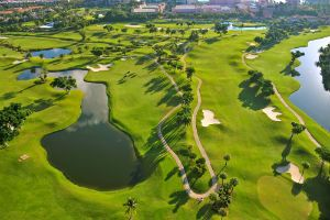 Discover the pinnacle of ultraluxury golf homes at the Boca West Country Club.