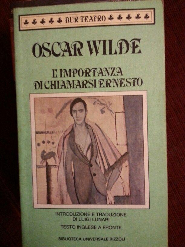 Non conosco l'inglese ma in diverse occasioni ho letto che in questa commedia di Wilde alcuni giochi di parole si sono rivelati quasi intraducibili in italiano. Ma anche così la lettura è spassosa.
