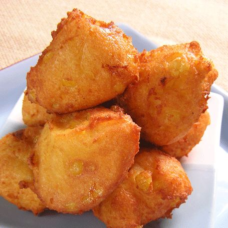 Frituritas de maiz. Recipe courtesy of our friend Puerto Rican chef Cielito Rosado. Yields 10-12 servings Ingredients: 1 lb corn meal, extra … Continue reading →